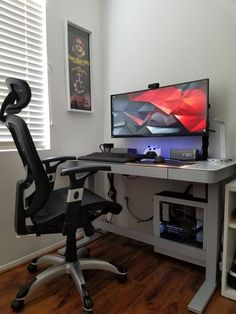Designing a video game room in your house dedicated solely to the love of playing games can offer some unique and fresh decorating ideas. Computer Desk Setup, Gaming Room Setup, Pc Setup, Office Setup, Pc Desk, Home Office, Decoracion Habitacion Ideas, Simple Computer Desk, Video Game Rooms