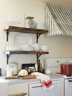 """Love the """"awning"""" over a range hood!"""