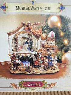 2001 Collectors Edition Grandeur Noel Musical Waterglobe, Christmas Nativity