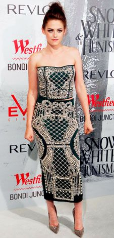 Great dress on Kristen--love the baroque pattern.