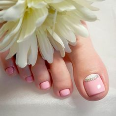 Toe nail art will attract much attention to your feet. Use these wonderful nail art ideas and your creativity to get the perfect result. Toenail Art Designs, Pedicure Designs, Pedicure Nail Art, Pedicure Ideas, Pretty Toe Nails, Cute Toe Nails, Toe Nail Color, Toe Nail Art, Summer Toe Nails