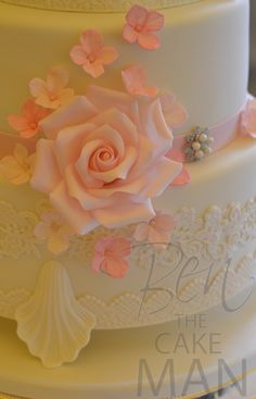 Pink flowers, lace and a little bling ! For a classic, elegant wedding cake.