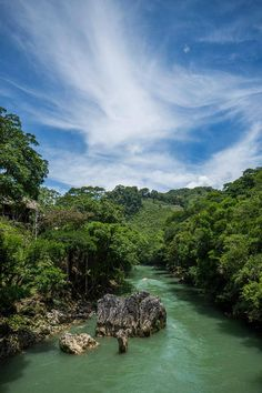 Río Cahabón, Alta Verapaz. Foto por Iván Castro l Sólo lo mejor de Guatemala _ Cahabon River, Alta Verapaz. Photo by Ivan Castro l Only the best of Guatemala