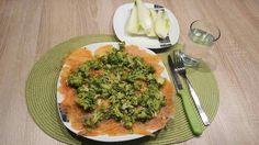 Pranzo F2 170gr. di Salmone inondato di succo di limone, pepe nero, zenzero e broccoletti Per chiudere il pranzo del croccante finocchio da sgranocchiare :-)
