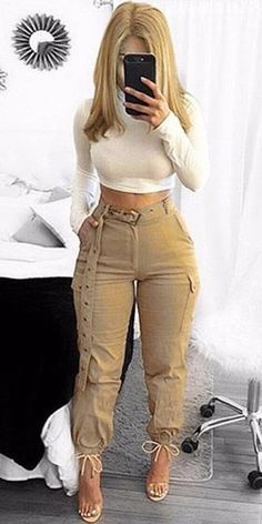 How about a combo pant? Casual Fall Outfits, Classy Outfits, Stylish Outfits, Fashion Pants, Fashion Dresses, Mode Kimono, Jogger, Leggings Are Not Pants, Autumn Fashion