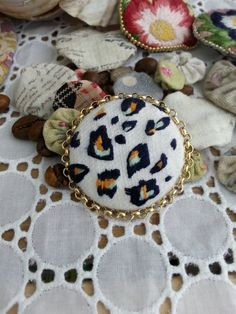 Handmade tiger-skin circle by Sujstory on Etsy