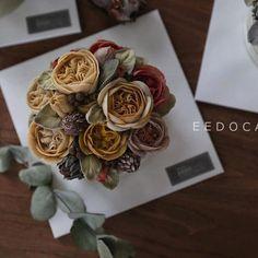 가을이 언저리로 지나가네요...  --- Beanpaste Flowercake Advanced Course --- #eedocake #flowercake #koreanflowercake #beanpasteflower #buttercreamflowers #cakeshop #cakedesign #instacake #kue #flowers #韓式唧花 #鲜花蛋糕 #鮮花蛋糕 #韩式裱花蛋糕 #豆沙裱花 #韩式奶油霜裱花 #bungakue #KekBunga #韓國花 #韓花 #豆花 #Kursuskue #เค้กดอกไม้ #豆沙裱花 #味道 #美食 #퇴근하겠습니다 #창가너머로 #가을이 #왔다가 #가요