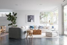 The Three Step House Built on a Steep Hillside in Los Angeles - Design Milk Apartment Interior Design, Living Room Interior, Modern Interior Design, Living Room Flooring, Rugs In Living Room, Living Room Decor, Polished Concrete, Exposed Concrete, House Built