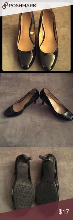Merona Patent Leather Pumps Black patent leather Merona pumps. Rubber soles and heels are in excellent condition. Shoes were rarely worn. Size 8 and true to size. Merona Shoes Heels