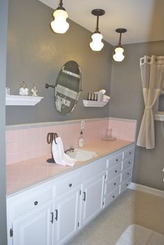 How to embrace the pink tile in the bathroom : )