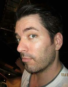 Cheeky ! Jonathan Silver Scott, Scott Brothers, Drew Scott, Property Brothers, Man Alive, Other People, Hot Guys, Eyes, Nice