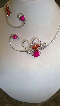 Fuchsia necklace Fuchsia jewelry Wire by LesBijouxLibellule Bijoux Design, Schmuck Design, Jewelry Design, Wire Necklace, Metal Necklaces, Collar Necklace, Pink Jewelry, Beaded Jewelry, Bridesmaid Jewelry