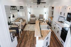Tiny House Living, Rv Living, Home Decoracion, Camper Renovation, Rv Interior Remodel, Trailer Remodel, Remodeled Campers, Camper Makeover, Tiny House Design