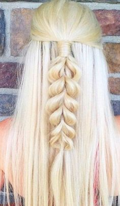 french braids are always loved by the girls and ladies. It's a perfect styling option for a romantic or fancy look. You will be amazed with our collection of 5 Different French Braids Hairstyles with Images 2018. all of them are perfect for all the seasons and ocasions.  Check these out now!  #hairstraightenerbeauty  #FrenchBraidsHairstyles  #FrenchBraidsHairstylesforkids  #FrenchBraidsHairstylesblackhair  #FrenchBraidsHairstyleseasy  #FrenchBraidsHairstylesforshorthair
