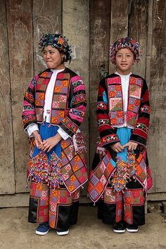 "Flower Lo Lo girls at Meo Vac.  The ""Lo Lo"" ethnic group's population was about 3,200 in 1989, according Vietnam's official survey data.­ They reside in Cao-Bang, Ha-Giang and Lao-Cai provinces, largely in the districts of Bao-Lac (Cao-Bang), Dong-Van and Meo-Vac (Ha-Giang), and Muong-Khuong (Lao-Cai).­ Like some other ethnoses in northern Vietnam, the ""Lo-Lo"" have had their origin in southern China regions such as Sichuan and Yunnan provinces, who, according to historians and ethnologists…"