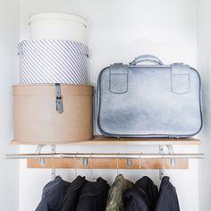 Tuo eteeseen lisäjärjestystä vanhoilla matkalaukuilla ja hattulaatikoilla.