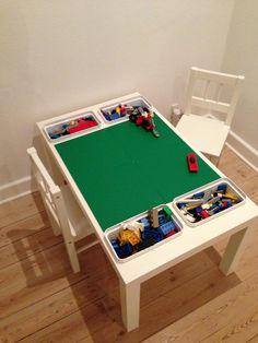 sofabord + 4 legoplader + 4 bøtter fra ikea = ungernes helt eget lego-bord - fantastisk