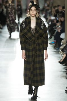 See the complete Preen by Thornton Bregazzi Fall 2016 Ready-to-Wear collection.