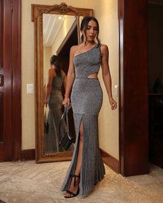 130 vestidos de formatura para você ficar linda e ser o destaque da noite Strapless Dress Formal, Prom Dresses, Formal Dresses, Long Cocktail Dress, Color Plata, Couture Dresses, Winter Dresses, Beautiful Dresses, Ideias Fashion