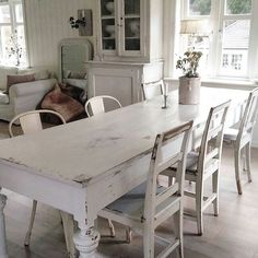Wanting to take the plunge and do all white home decor..!! #shabbychichomesfarmhousestyle