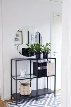 Minimalist interior design - decoration - Lilly is Love Minimalist Interior, Minimalist Home, Home Living Room, Living Room Decor, Flur Design, Decoration Entree, Home And Deco, My New Room, Decor Interior Design