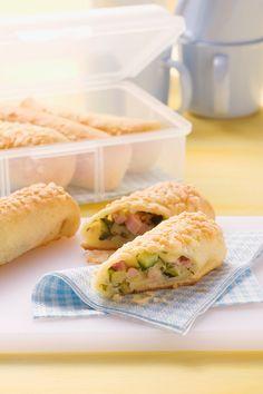 Strudel mit Zucchini-Schinkenfüllung und gekochtem Schinken | Zeit: 20 Min. | http://eatsmarter.de/rezepte/strudel-mit-zucchini-schinkenfuellung