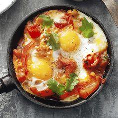 Shakshuka (eieren in lichtpittige groenten). Noord-Afrikaans gerecht. 45 minuten bereidingstijd.