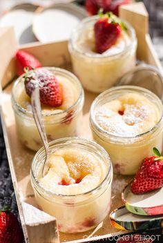 veganer Erdbeer-Joghurtkuchen im Glas/ vegan strawberry Joghurt cake in jars