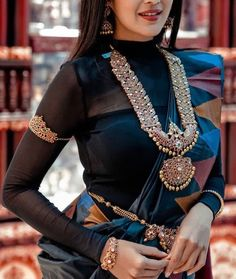Ditch the Regular jewellery & try the new Offbeat Bridal Jewellery trend! Indian Attire, Indian Wear, Indian Outfits, Indian Dresses, Saree Blouse Patterns, Saree Blouse Designs, Saree Wearing, Indian Jewellery Design, Jewelry Design