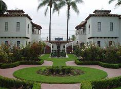 Spanish Colonial Revival at the Dewella Apartments in Fullerton