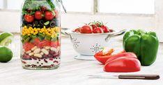 Ne cherchez plus, les salades en pots sont tout simplement parfaites pour les lunchs à l'extérieur! Préparez cette recette de salade mexicaine minute pour profiter de toutes les saveurs et bienfaits nutritifs d'une salade de restaurant, mais maison!