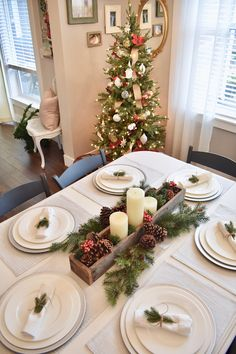 Christmas Tablescape Christmas Tablescape DIY Christmas Tablescape #ChristmasTablescape - More on Home Bunch blog