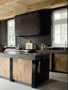 Esempio banco lavoro scuro to match il backsplash in piastrelle siciliane toni grigi