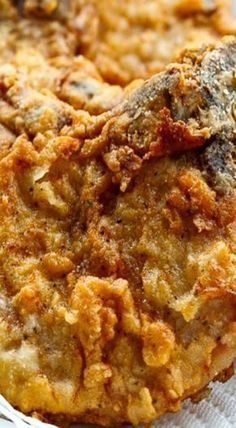Southern Fried Pork Chops áre right up there with fried chicken when it comes to my fávorite fried foods to eát. They áre so simple, but so delicious. Serve them for lunch or for dinner with lots of sides for á reál feást. Pork Chop Recipes, Meat Recipes, Cooking Recipes, Soul Food Recipes, Pork Meals, Spinach Recipes, Dinner Recipes, Southern Comfort, Carne Asada