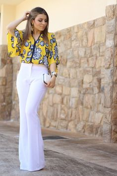 Plus size outfits « Fashion Desinger Simple Outfits, Classy Outfits, Stylish Outfits, Beautiful Outfits, Flare Jeans Outfit, White Pants Outfit, Mode Kimono, Casual Dresses, Fashion Dresses
