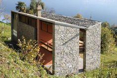 Vista generale - Leoni, Marco (2012) Bauhaus, Cantilever Architecture, Art Deco, Architect House, Stone Houses, Le Corbusier, Home Studio, Beach House, Minimalism