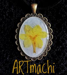 Real pressed flower necklace. Resin flower necklace by artmachi