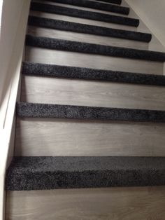 Trap bekleding met laminaat en tapijt