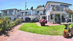 Buena Vista by the Sea Qualicum Beach (British Columbia) Only 7 km from Pheasant Glen Golf Course, this beach side hotel is located in Qualicum Beach.  Each room is equipped with private terraces and guests have access to the beachfront barbecue.