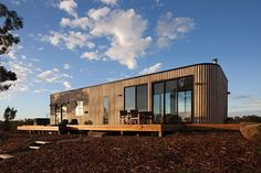 Vertical timber facade, no alcove