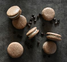 This easy chocolate espresso macaron recipe is so delicious and unique. The rich flavors of chocolate with the mix of espresso just melts in your mouth. Chocolate Espresso, Best Espresso, Hot Chocolate, Macarons Chocolate, Espresso Coffee, Vegetarian Chocolate, Chocolate Recipes, Macron Recipe, Macaron Template