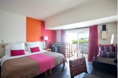 Maintaining the fun and lively spirit of Club Med Cancun, the Deluxe Rooms feature vibrant colours, exotic textiles and spectacular sea views.