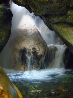 Parcul Național Buila-Vânturarița - Jud. Vâlcea  Buila-Vânturarița National Park - Vâlcea County - România  Photo: pentruprieteniimei.blogspot.ro (720×960)