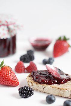 Mermelada de frutas rojas saludable, fácil de preparar, sin gluten y vegana