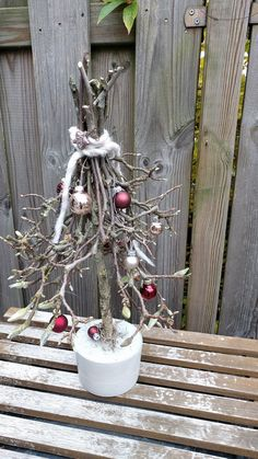 Concrete magic: Christmas is coming - . - Concrete magic: Christmas is coming – magic wood # draws The - Christmas Advent Wreath, Rustic Christmas, Christmas Stockings, Christmas Crafts, Christmas Decorations, Christmas Tree, Advent Wreaths, Christmas Ideas, Art Floral Noel