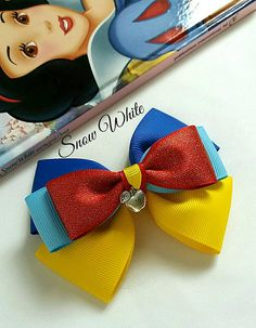 Snow White inspired pinwheel style layered hair bow made with 38mm/25mm grosgrain/glitter satin ribbon with cute apple charm centre piece feature. Perfect for Disney inspired princess parties / fancy dress themed event. Bow is attached to a partially lined alligator clip or nude one