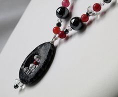 Now on Etsy !  Artisan Jewelry | Collier de pierres noir et rouge par Mademoizelle Fleur