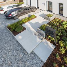 ECO Tuinarchitectengroep | projecten | Tuinaanleg nabij appartementen Concrete Patio Designs, Concrete Patios, Modern Landscaping, Garden Landscaping, Landscape Design, Garden Design, Landscape Curbing, Front Yard Design, Tree Images