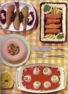 Color Vintage Photo, c. dinner with pink cake with vegetables. Scary Food, Gross Food, Weird Food, Retro Recipes, Vintage Recipes, Unique Recipes, Vintage Cooking, Vintage Food, Amazing Food Photography