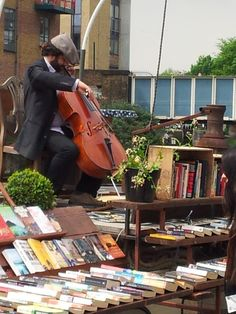 outdoor book market--Wonder what kind of music books like to listen to the best?
